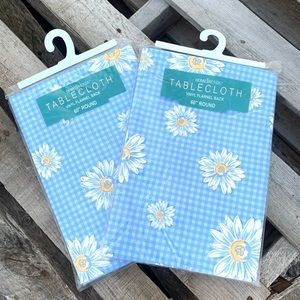 Home Trends flannel backed daisy tablecloth